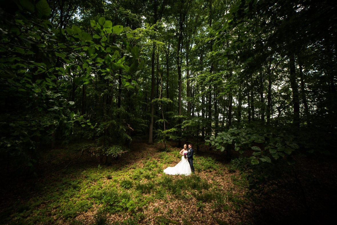 Brautpaarshooting bei einer Hochzeit in der Pachthofscheuer Forchtenberg bei Künzelsau fotografiert von Hochzeitsfotograf Steven Herrschaft aus Wiesbaden