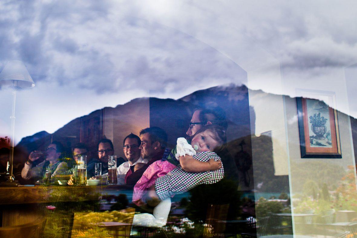 Sektempfang bei einer Hochzeit im Hotel Hollweger in St. Gilgen am Wolfgangsee im Salzkammergut fotografiert von Hochzeitsfotograf Steven Herrschaft aus Wiesbaden