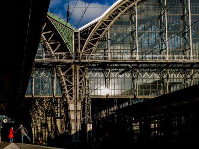 Verlobungsshooting im Frankfurter Hauptbahnhof