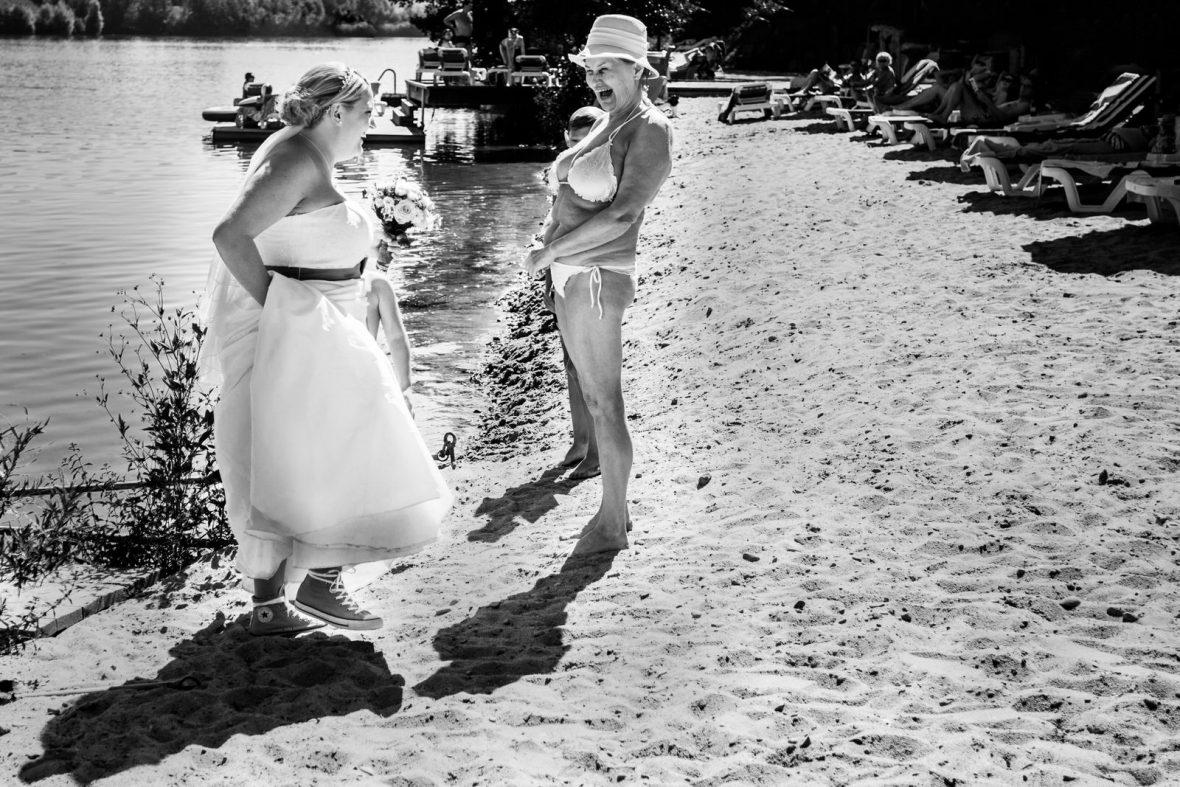 Braut auf einer Hochzeit im Seehotel in Niedernberg fotografiert von Hochzeitsfotograf Steven Herrschaft aus Wiesbaden