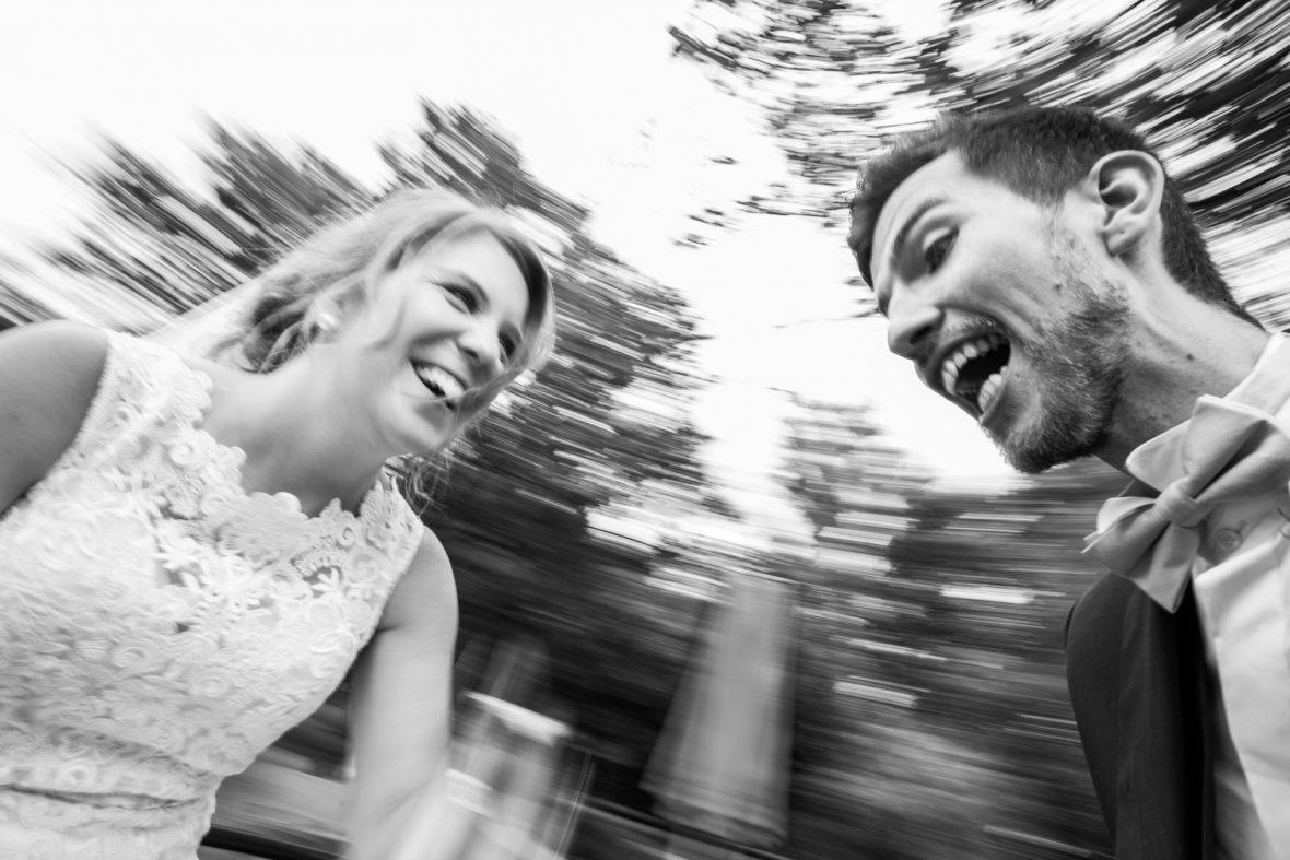 Brautpaarbilder auf einer Hochzeit im Klostermühlenhof Hahnheim bei Mainz fotografiert von Steven Herrschaft