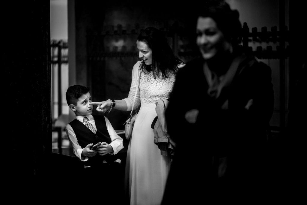 Hochzeitsgäste und Kind