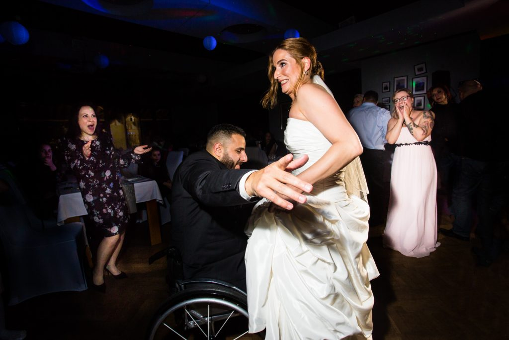 Party Gäste Rollstuhl Braut Tanzen