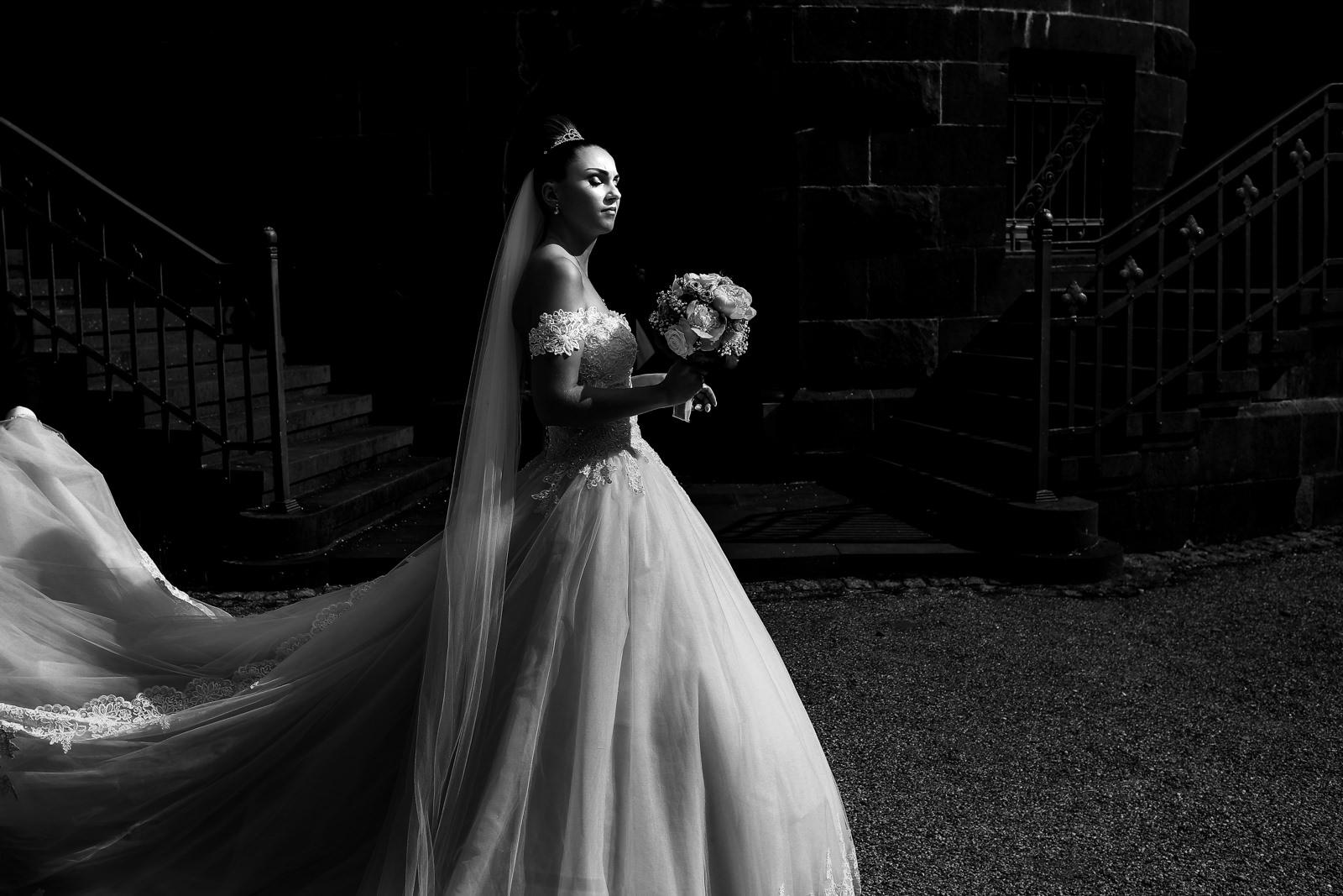 Brautfoto bei einer Hochzeit im Sandhof in Heidesheim bei Mainz fotografiert von Hochzeitsfotograf Steven Herrschaft aus Wiesbaden