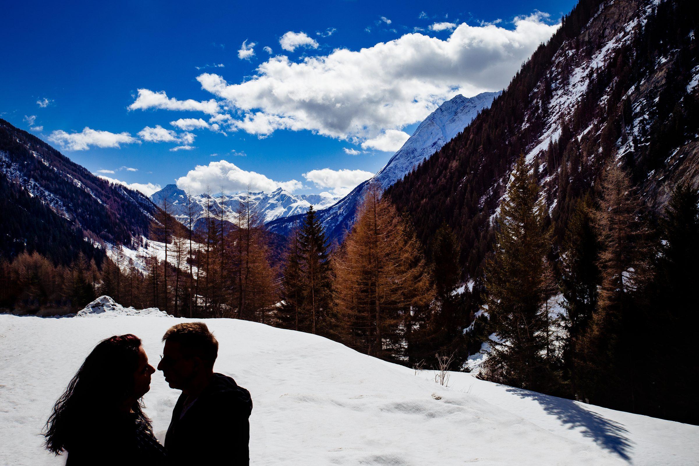 Hochzeitspaar auf einer Hochzeit in Tirol fotografiert von Hochzeitsfotograf Steven Herrschaft aus Wiesbaden