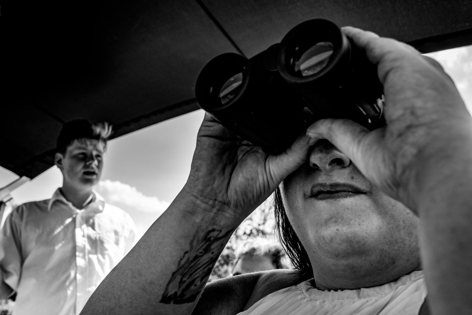 Traurednerin bei freier Trauung von Trautante Friederike Delong bei einer Hochzeit auf einem Boot in Hamburg fotografiert von Hochzeitsfotograf Steven Herrschaft aus Wiesbaden