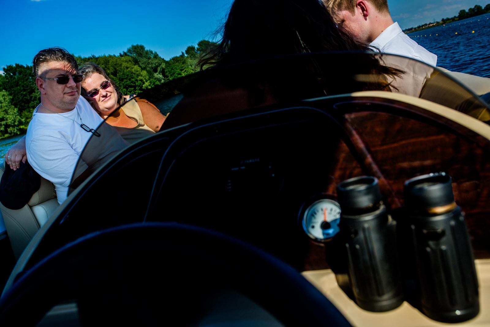 Freie Trauung von Trautante Friederike Delong bei einer Hochzeit auf einem Boot in Hamburg fotografiert von Hochzeitsfotograf Steven Herrschaft aus Wiesbaden