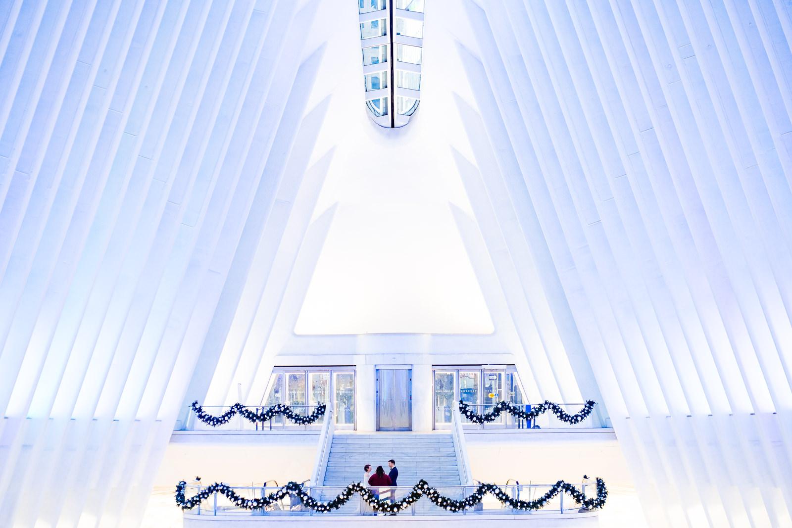 Hochzeitsbilder bei einer freien Trauung von Trautante Friederike Delong in der PATH-Station am World Trade Center in New York City fotografiert von Hochzeitsfotograf Steven Herrschaft aus Wiesbaden