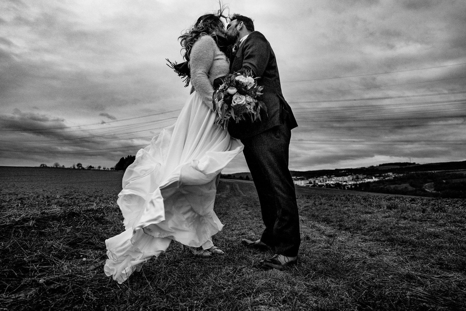 Brautpaarbilder bei einer Hochzeit im Kulturbahnhof Idstein fotografiert von Hochzeitsfotograf Steven Herrschaft aus Wiesbaden